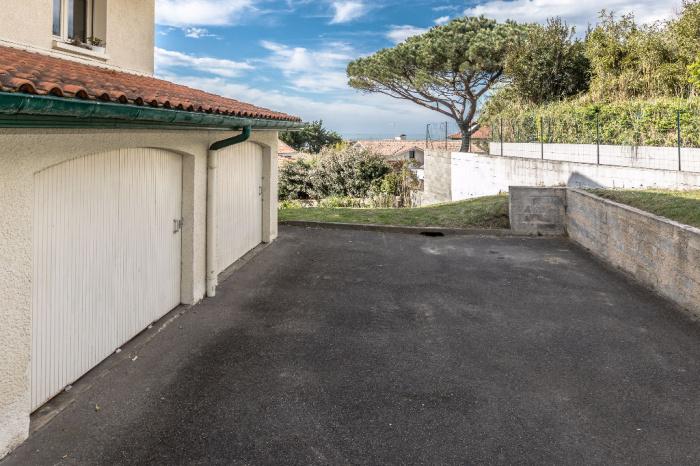 Appartement à vendre, la plage à pied avec cave et parking