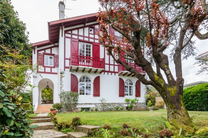 Quartier des arènes. Belle villa néo-basque des années 20