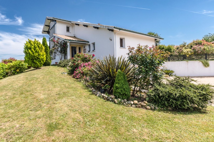 Exclusivit belle villa vendre avec grande terrasse for Achat maison ustaritz