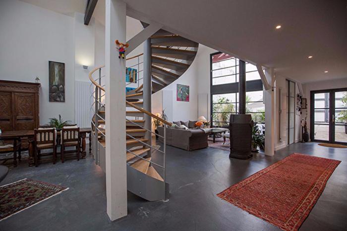 Loft downtown house villa for sale saint jean de luz for Atypic immo