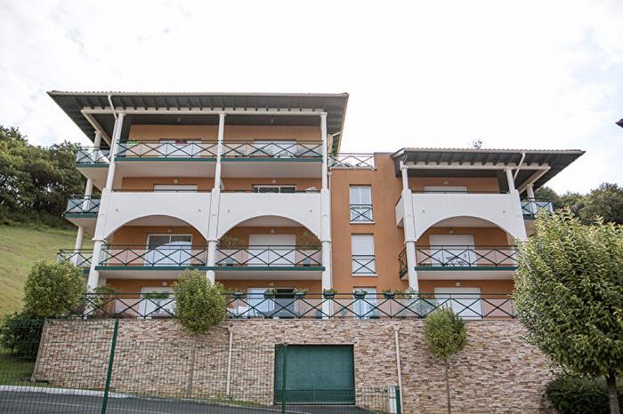Superbe appartement à vendre, vue dégagée, avec parking, piscine, tennis et cave