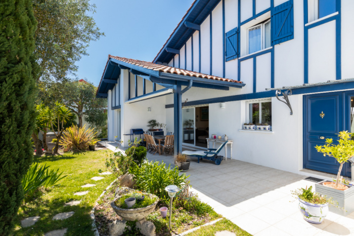 ANGLET CHASSIN limite 5 CANTONS : Maison avec jardin grand garage