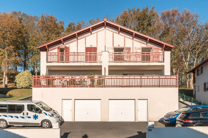 Maison T5 à vendre, superbe vue montagnes à 180°, jardin boisé