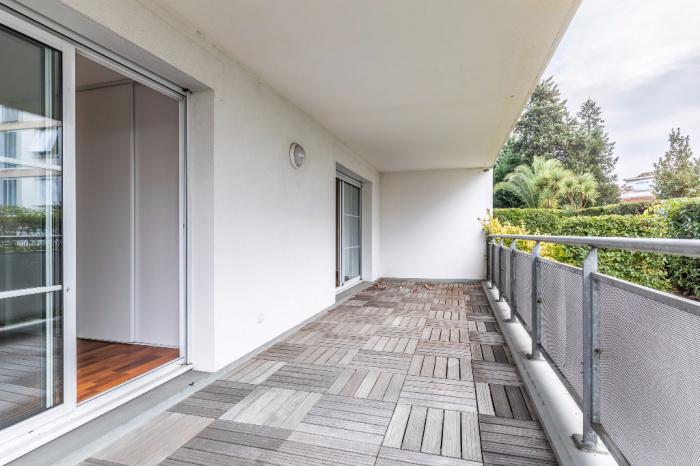ar nes appartement t3 vendre standing grande terrasse. Black Bedroom Furniture Sets. Home Design Ideas