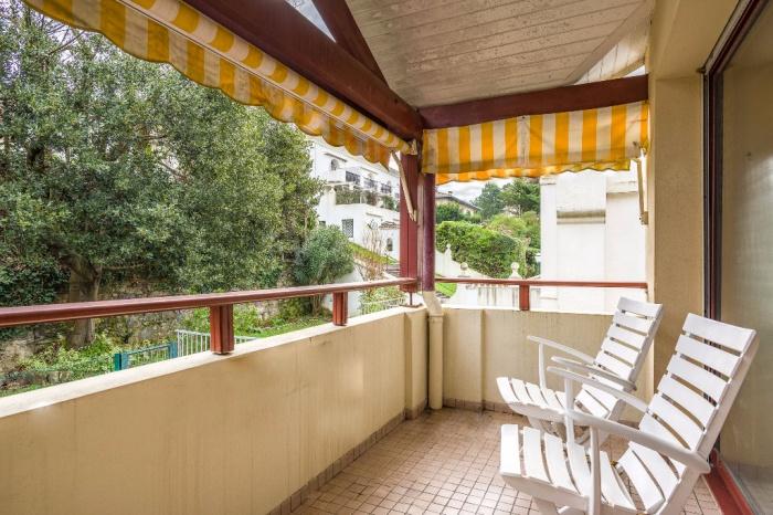Centre-ville, à vendre, studio avec terrasse