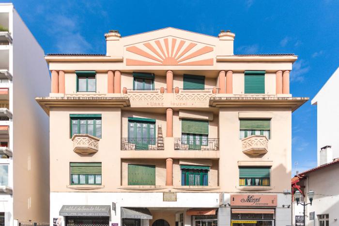 A vendre saint jean de luz centre ville appartement t4 for Achat appartement t4