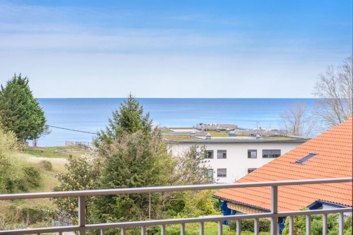 A vendre proche plage d'hendaye T4 de 9o m² en trés bon état et place de parking libre.