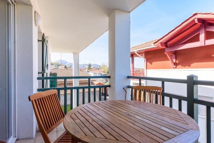 Sur les hauteurs, appartement à vendre 2 pièces et place de parking