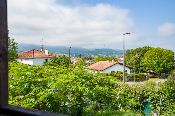 For sale 2 rooms bis on the heights of Hendaye