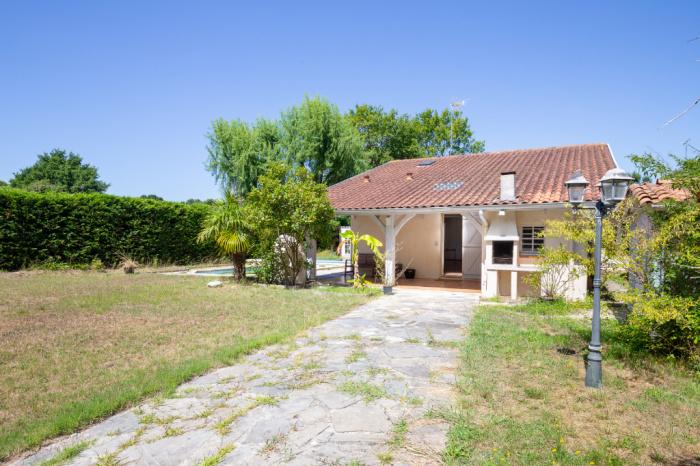 Charmante villa avec piscine, 4 chambres et au calme!