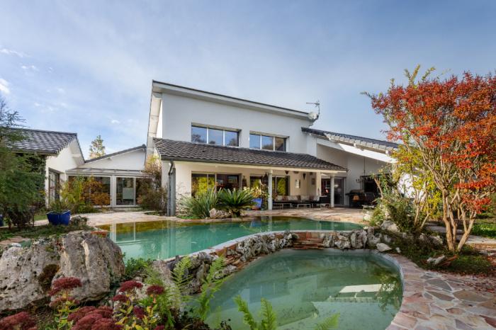 Ensemble immobilier deux maisons individuelles + dépendance et piscine