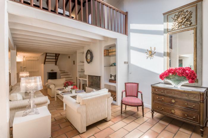 Family villa 350 m² hab, pool, flat land, mountains