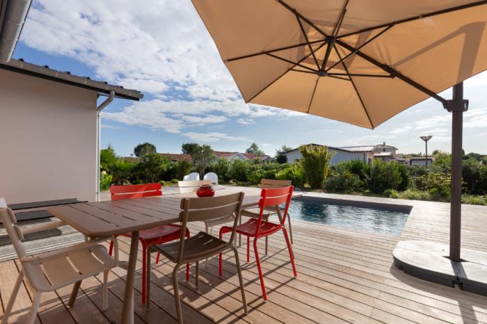 Maison au calme contemporaine avec piscine chauffée