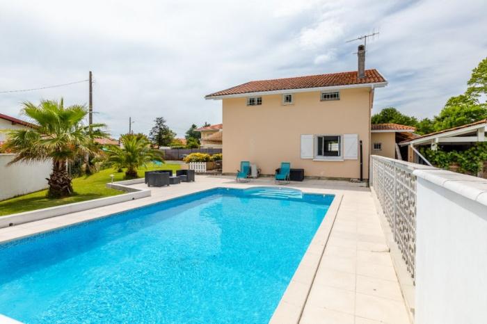 Haut Boucau, spacieuse villa avec piscine