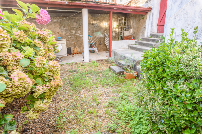 Croix Rouge neighborhood, T3 apartment with private garden