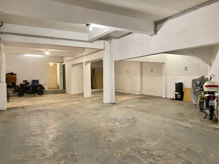 A vendre  quartier Les Halles T 2 Bis à rénover avec parking