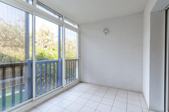 A vendre sur les hauteurs vaste appartement 3 pièces avec garage fermé
