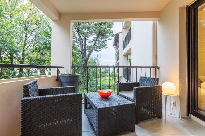 Barrio Arena, T2 en venta, terraza y estacionamiento privado.
