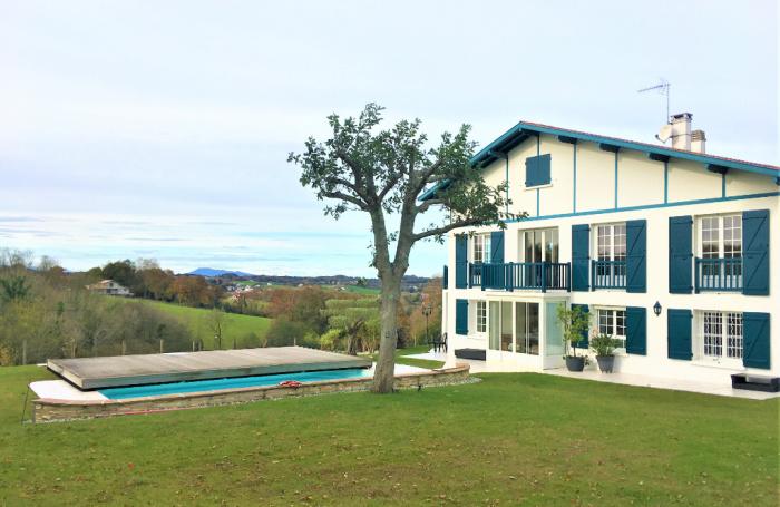 Hermosa casa en venta con vistas a la montaña, a 15 minutos del centro de Biarritz