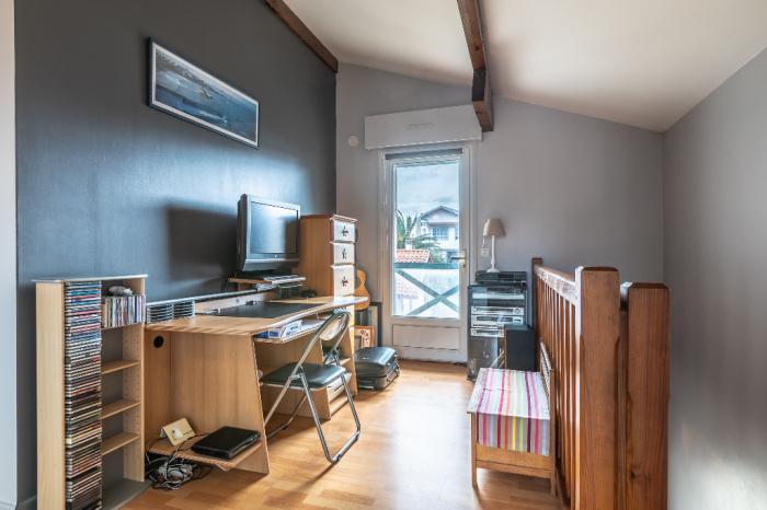 En venta, casa de 4 habitaciones, área de 4 cantones.