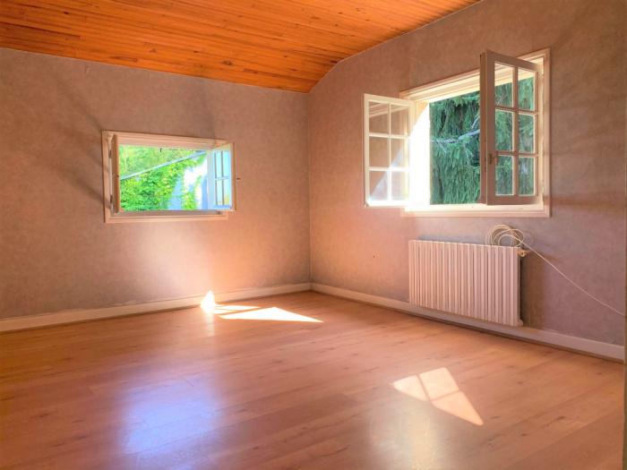 En venta, Lahonce, vivienda unifamiliar para renovar con terreno