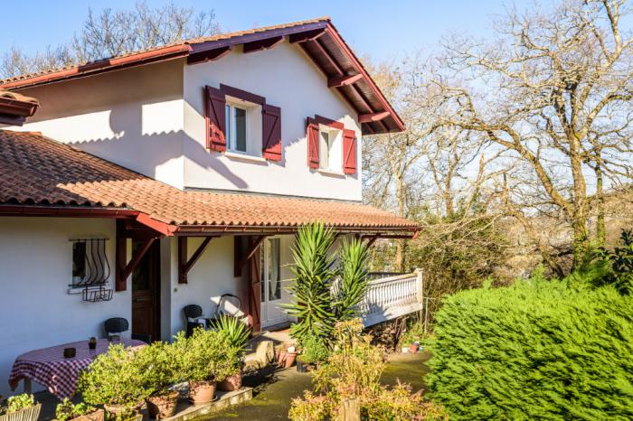 En venta villa de 4 habitaciones en las alturas a la entrada de Biriatou