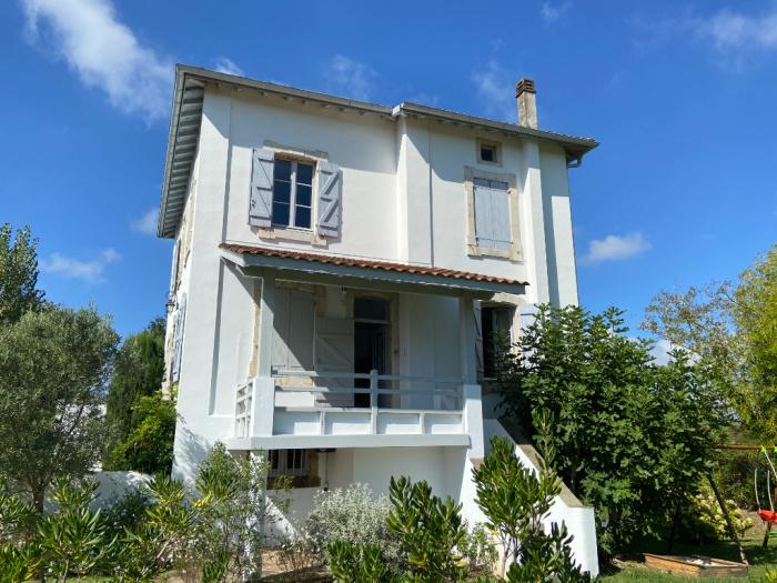 Bourg d'Ahetze, du charme et une histoire pour cette propriété.