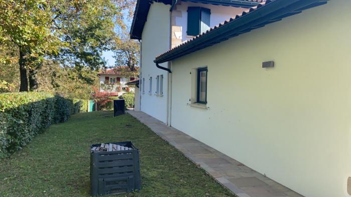 Se vende casa en el pueblo de Ascain.