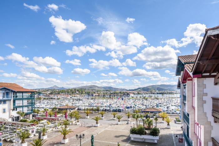 3 habitaciones con vista al puerto, doble terraza y doble box
