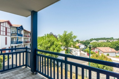 Appartement à vendre avec terrasse aperçu mer, parking, garage et cave